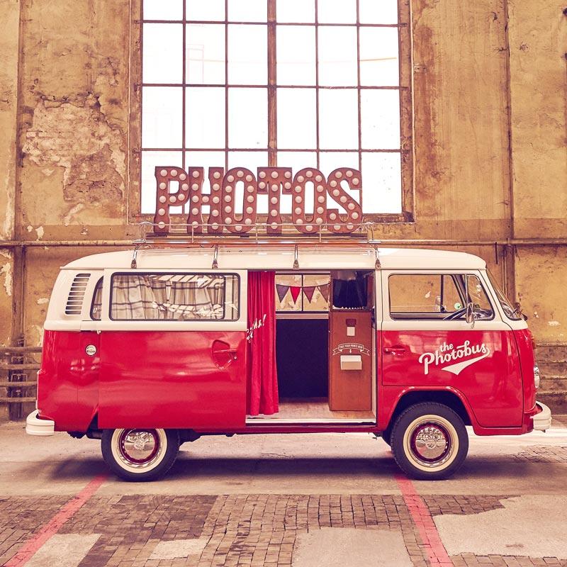 Der Retro Fotobus in Rot